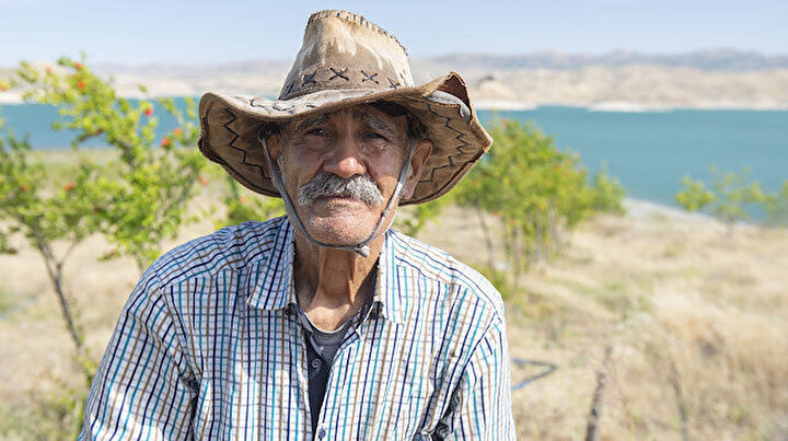 Keban Barajının Robinson Ziyası: Rahmetli eşinin anısına diktiği 4 bin meyve ağacına gözü gibi bakıyor