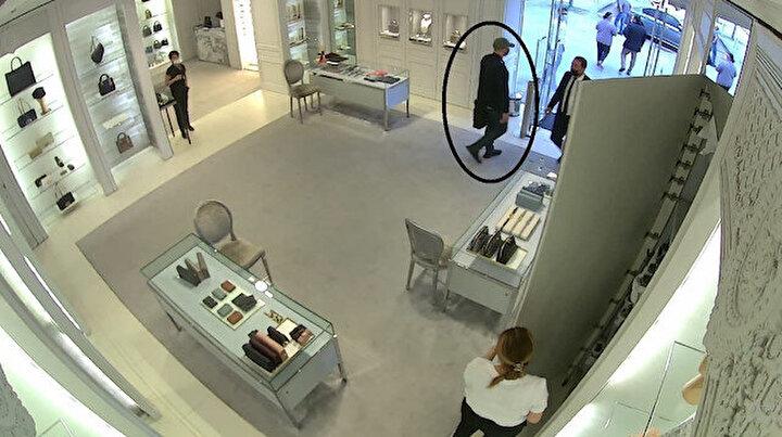 Rusyadan hırsızlık için geldiler: Lüks mağazadan 250 bin liralık çanta hırsızlığı kamerada