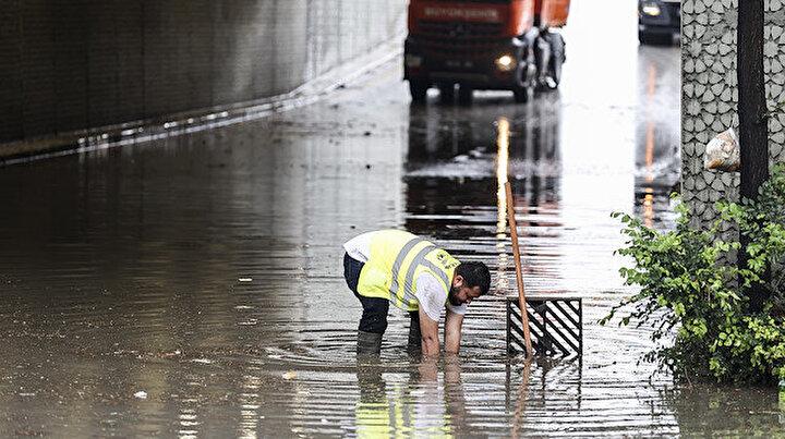 Ankara yine sele teslim: Sağanak yağış çileye dönüştü birçok yeri su bastı  - Yeni Şafak
