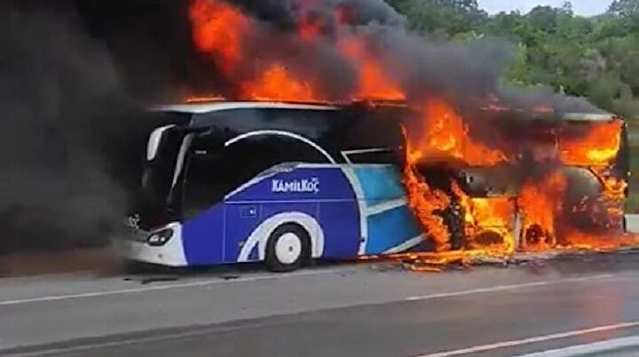 Facianın eşiğinden dönüldü: Yolcu otobüsü alev alev yandı