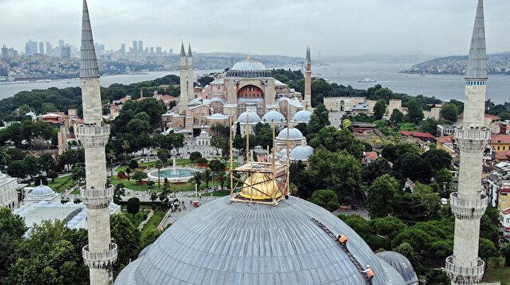 400 yıllık Sultanahmet Cami'nin sökülen dev kubbe alemi yerleştirildi