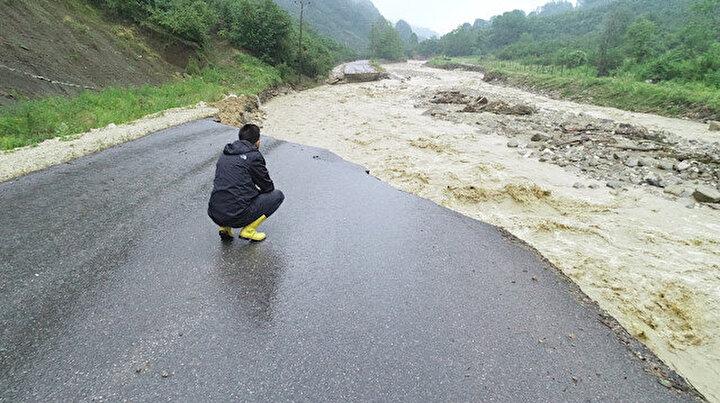 Düzcenin 13 köyünde sel felaketi: Evlerinde mahsur kalan 47 kişi kurtarıldı