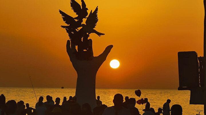Kuş Adası sahilinde eşsiz gün batımı