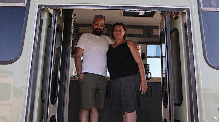 Eski otobüsü mükemmel bir eve dönüştüren İzmirli çift kıskandırıyor