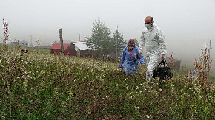 Yaylalarda aşı mesaisi: Sağlık ekipleri kapı kapı dolaşıp vatandaşları aşılıyor