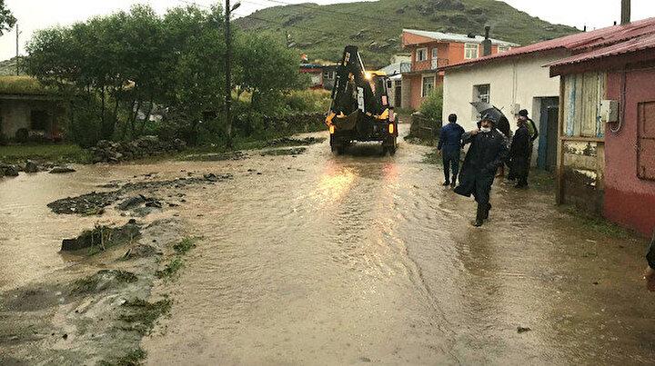 Ardahanda sel: Evleri su bastı