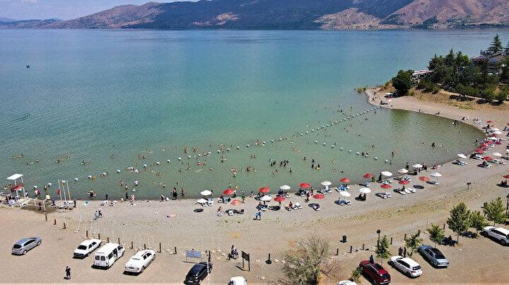 """Doğu'nun gizli denizi """"Hazar Gölü""""ne tatilci akını"""