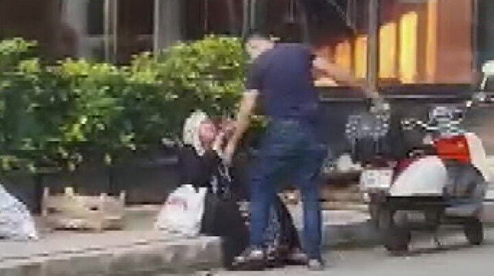 Sokak ortasında evlat dehşeti: 10 bin TLlik telefon almayan annesini silah çekip darp etti