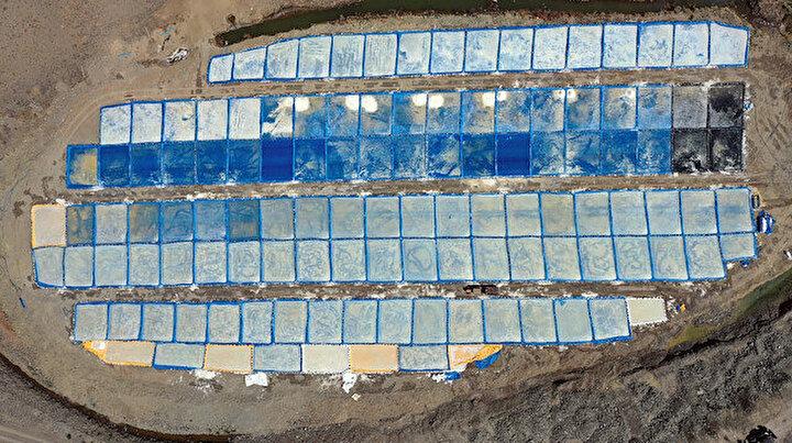 Dağdan gelen su buharlaştırılıp yapılıyor: Yaz boyunca 2 bin ton elde ediliyor
