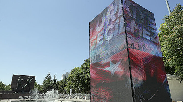 İstanbul ve Ankarada kurulan led kulelerde, darbe girişimine karşı milletin mücadelesi anlatıldı