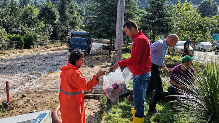 Türk Kızılayı Rizede selden etkilenen vatandaşların yardımına koştu