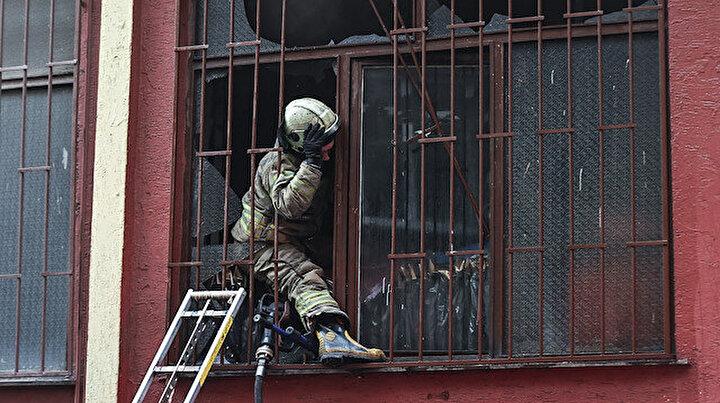 Zeytinburnundaki atölyede yangın çıktı: 5 katlı binada mahsur kalanlar itfaiye ekiplerince kurtarıldı