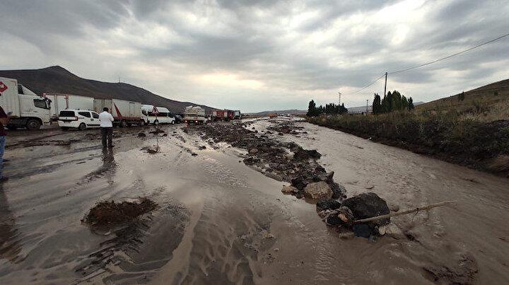 Ağrıda yağış hayatı felç etti: Doğubayazıtta metrekareye 22 kilogram yağış düştü