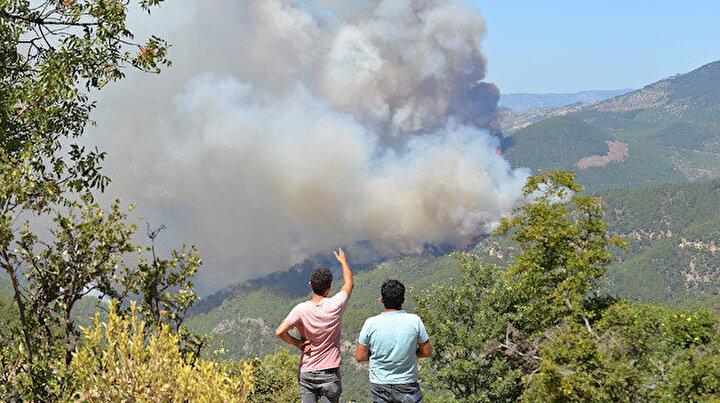 Mersindeki yangın yerleşim yerlerini tehdit etmeye başladı: 50 ev tedbir amaçlı tahliye edildi