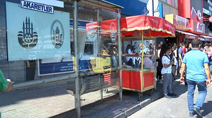 Bu işte bir terslik var: Beşiktaştaki durakta otobüsü kaçırmamak mümkün değil