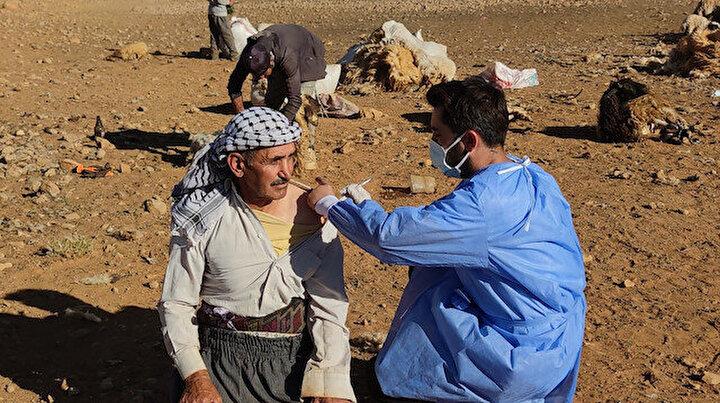 Vanda sağlık çalışanları dağ tepe demeden çobanları aşılıyor