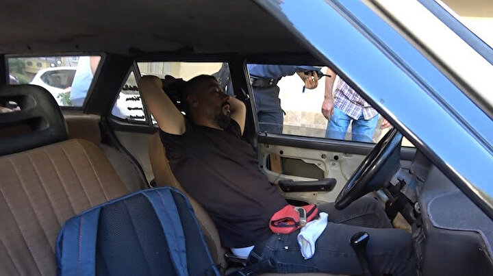 Bursada benzeri görülmemiş olay: Arabasında tanımadığı birinin uyuduğunu görünce şoke oldu!