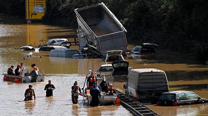 Batı Avrupada sel felaketi: Bilanço artıyor! Yüzlerce kişiden haber alınamıyor