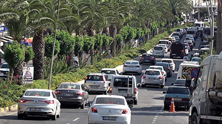 Marmaris ve Datçaya tatilci akını: 36 saatte 75 bin araç giriş yaptı