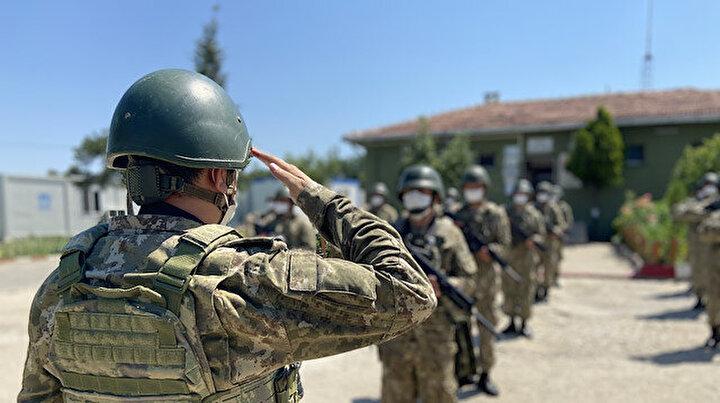 Yunanistan sınırında bayramlaşan Mehmetçikten mesaj: Vatan bizlere emanet