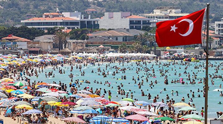 Günlük nüfus bir milyonu aştı: Ünlü tatil beldesinde adım atacak yer kalmadı