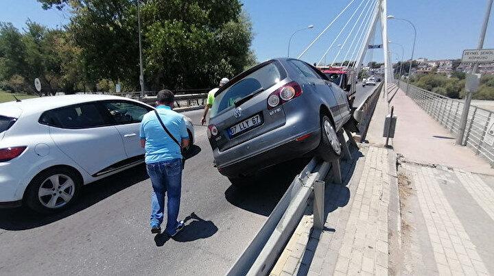 Sürücüsü bile nasıl olduğunu anlayamadı: Bariyer üzerinde 40 metre gitti