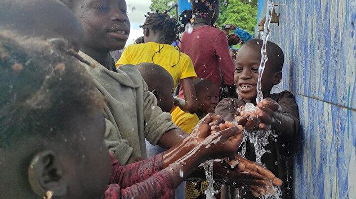 Afrikanın kurak toprakları yeşeriyor: Türkiye Diyanet Vakfından 13 ülkede 96 su kuyusu ve vakıf çeşmesi