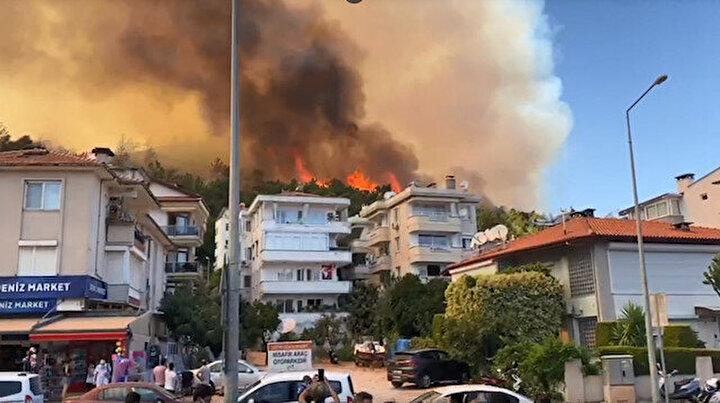 Marmariste korkutan orman yangını: Alevler yerleşim yerine 100 metre kadar yaklaştı