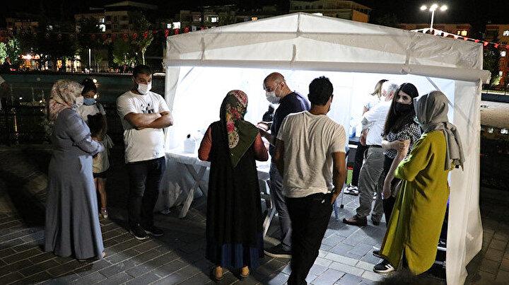 Sağlık ekipleri gece gündüz vatandaşı aşılıyor