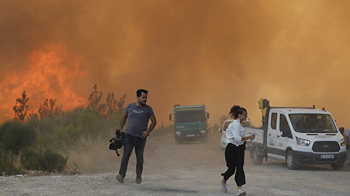 Manavgatta panik anları: Alevlerin kara yoluna kadar ilerlemesi zor anlar yaşattı