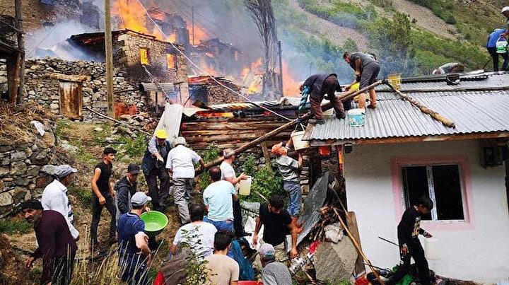 Korku filmi gibi: Dün Yusufelinde çıkan yangında 33 evden geriye enkaz kaldı