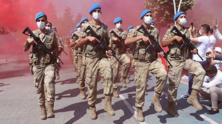 30 Ağustos Zafer Bayramı coşkusu: Komandolar marşlarla caddeleri inletti