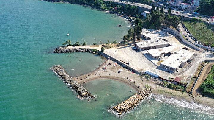 Ordu sahilinde tepki toplayan gökdelen yıkıldı: Halk plajın keyfini çıkarıyor