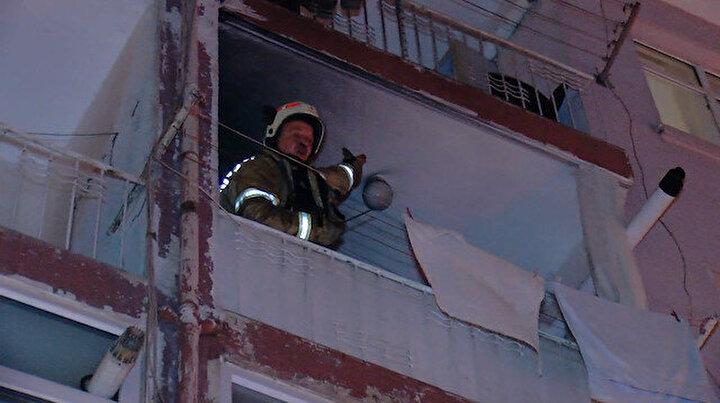 Üsküdarda 4 katlı apartmanda yangın: Yaşlı kadın ve kızı evde mahsur kaldı