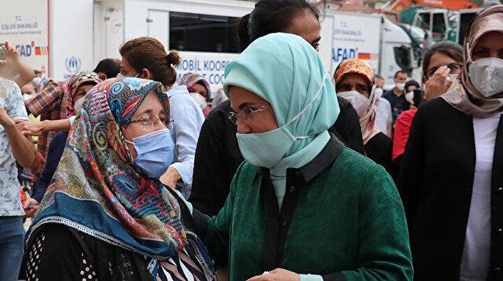 Emine Erdoğandan sel felaketinin yaşandığı Bozkurta geçmiş olsun ziyareti
