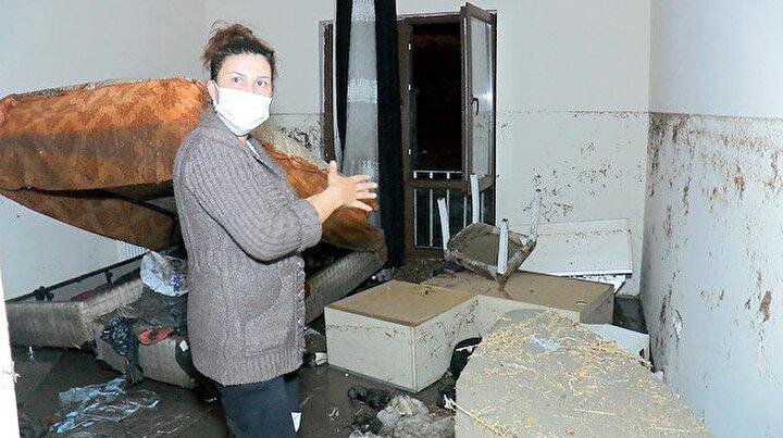 Ankarada sağanak yağış sonrası ev ve iş yerlerini su bastı