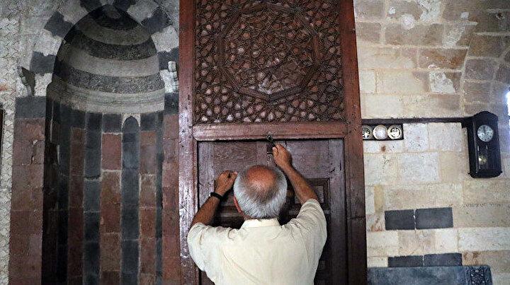 Yedi asırlık cami bu özelliği ile dikkat çekiyor:  3 metre boyunca açılıyor