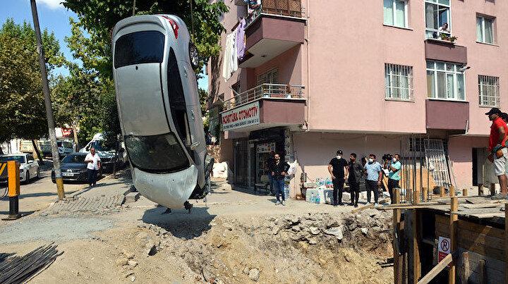 Avcılarda otomobil 6 metrelik inşaat çukuruna uçtu