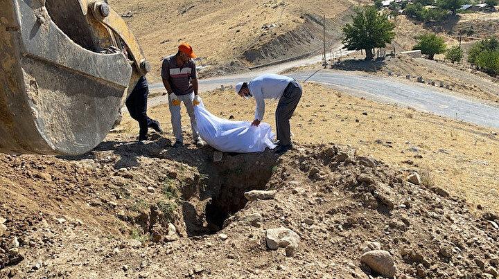 Mezarlıkta etrafa saçılan kemikler şok etmişti: Tekrar defnedildi