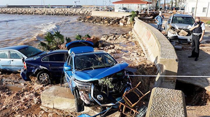 İspanyada sel hayatı felç etti: Sokaklar göle döndü