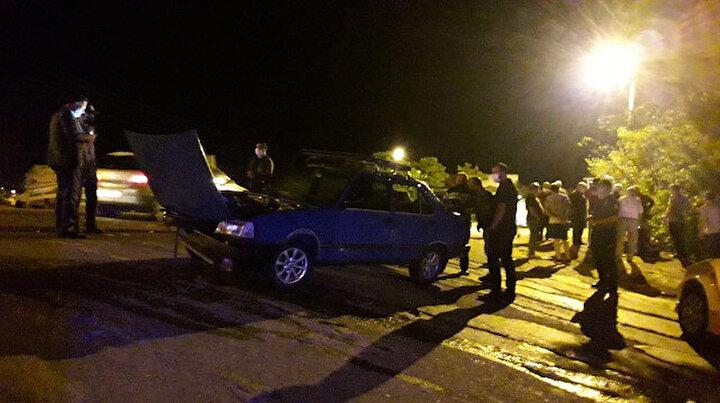 Çarpışan otomobillerden biri parka uçtu: İki yaralı var