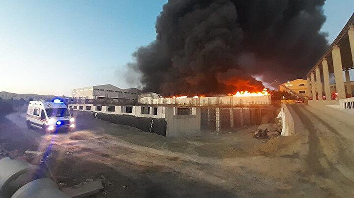 İstanbul Silivride fabrika yangını: Dumanlar kilometrelerce uzaklıktan görüldü