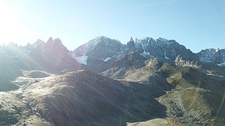 Mevsimin ilk karı o ile yağdı: Kısa sürede dağlar beyaza büründü