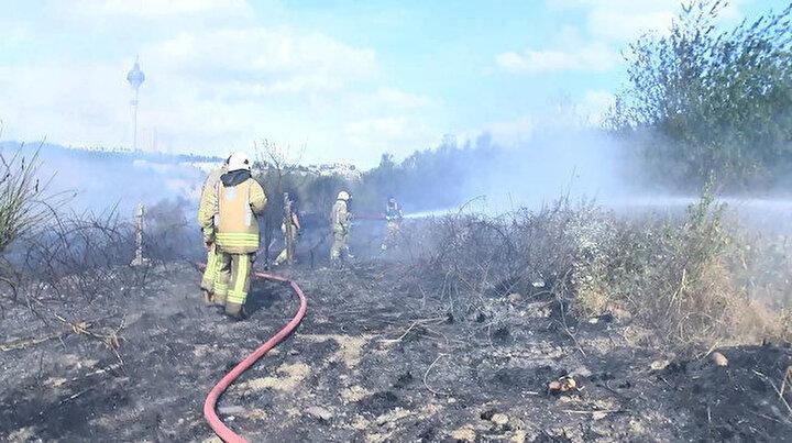 Büyükçekmecede otluk alandaki yangın yerleşim alanlarına yaklaşınca vatandaş panik oldu