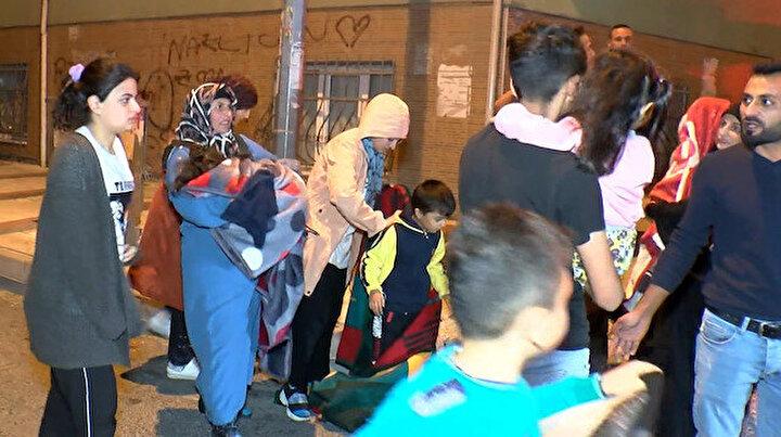 Sultangazide lastik deposunda yangın çıktı: Mahalle sakinleri korku dolu anlar yaşadı