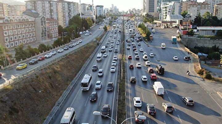 İstanbul'da trafik mesaisi başladı: Yoğunluk yüzde 65'i gördü