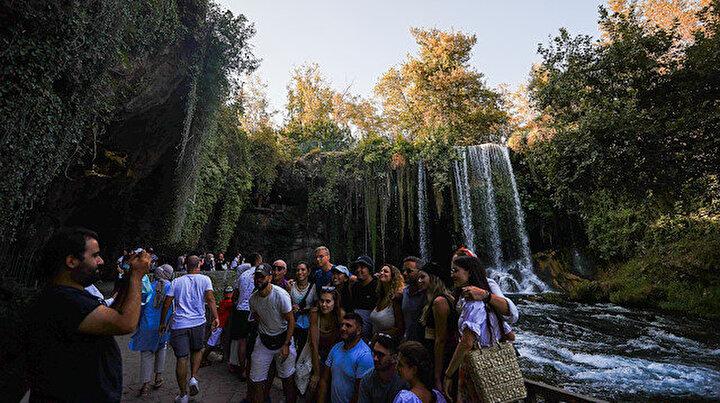 Turistlerin gözde mekanı Düden Şelalesi: Her yıl binlerce yabancı turist ağırlıyor