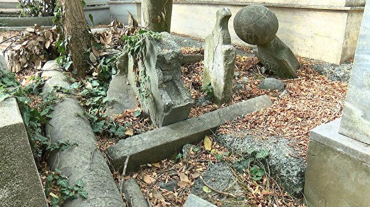 Sarıyerdeki mezarlık kaderine terk edildi: Hali içler acısı