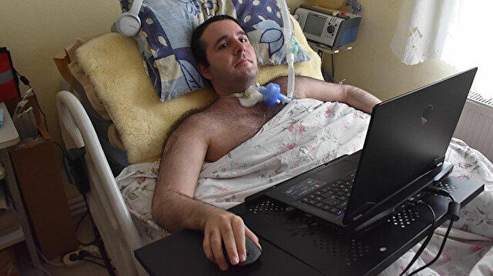DMD hastası Furkanın azmi: Üniversiteyi bitirdi işini yapmaya başladı