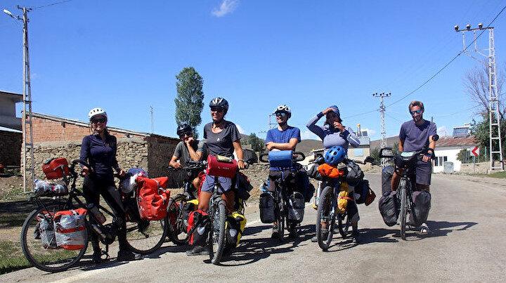 Fransadan Bayburta: 10 bin kilometre pedal çevirdiler